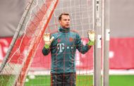 Manuel Neuer: Traveling with a racing bike, compression pants and Obama